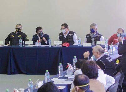 Conferencia sobre evaluación de crisis covid-19 en Arequipa