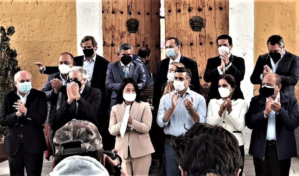 Los garantes del juramento de Keiko Fujimori (Fuerza Popular) en Arequipa.