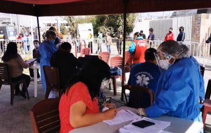 Arequipa: vacunan a trabajadores de limpieza y serenos tras meses de espera