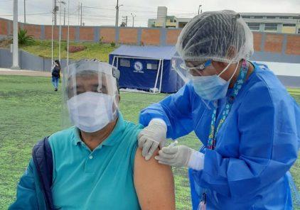 Arequipa: reprograman vacunación de adultos mayores de 60 y 70 años