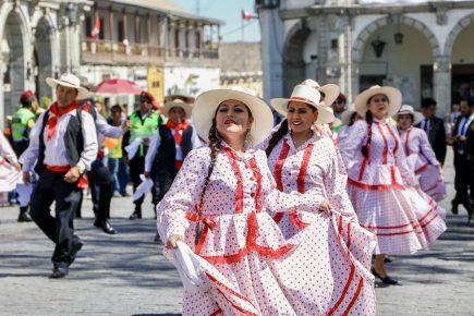 Arequipa conmemora su 481 aniversario con homenaje a héroes de la pandemia y sin Corso de la Amistad