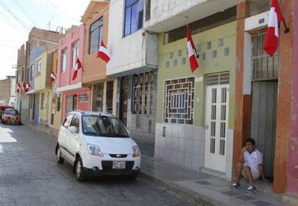 Arequipa: multas por no izar bandera en viviendas llegarían hasta los 4 mil 400 soles