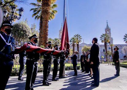 Mes de Arequipa inicia con bandera a media asta y homenaje a víctimas covid
