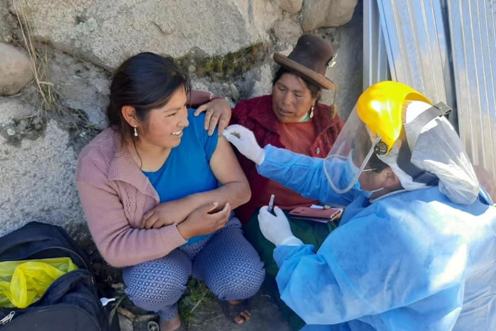 Personal de salud de Puno salió en búsqueda de población para inmunizarla. Foto: Diresa Puno