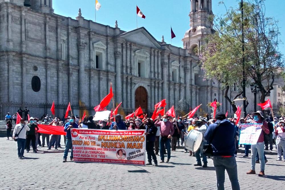 Arequipa: Ciudadanos rechazan presencia de Lourdes Flores (VIDEO)