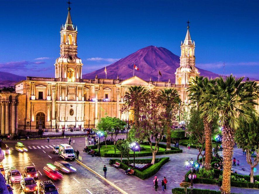 Arequipa es destacada por la BBC, desde su gastronomía hasta sus paisajes