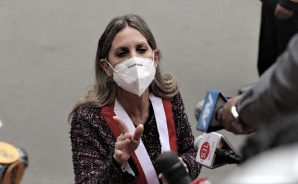 """Gritan """"corrupta"""" a presidenta del Congreso, María del Carmen Alva (VIDEO), en Arequipa."""
