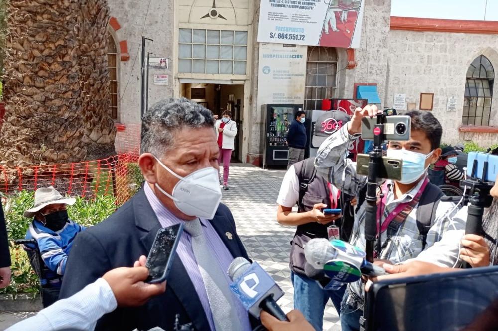 Congresista de Arequipa a favor de bajar a S/8 mil el sueldo de legisladores y ministros