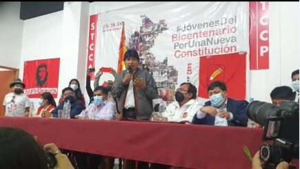 Evo Morales expresa su admiración por Cuba y Venezuela en cita con jóvenes