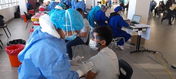 Arequipa: varios vacunatorios se quedaron sin dosis para inmunizar a universitarios