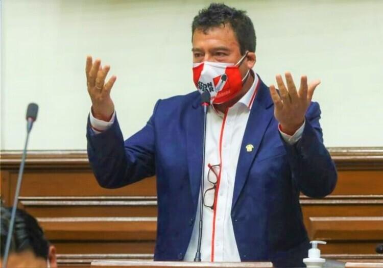 Congresista Edwin Martínez: presidente dejó entrever inclinación para remover algunos funcionarios