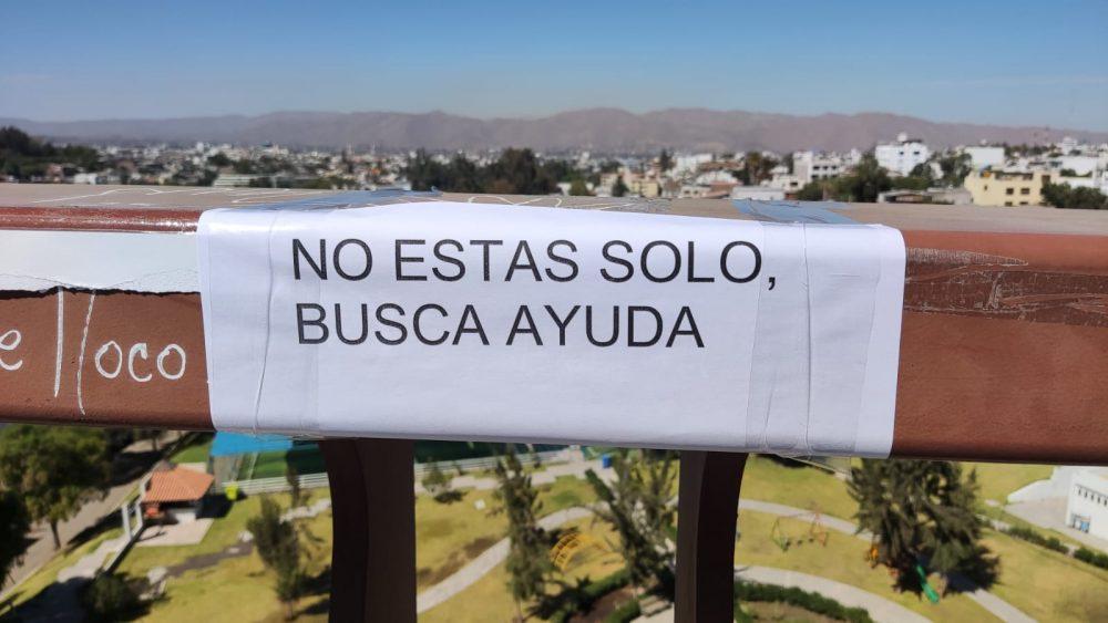 Carteles en el puente chilina- Arequipa