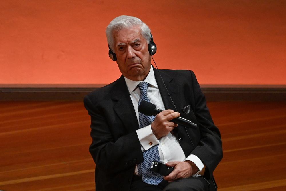 Mario Vargas Llosa figura en los Pandora Papers