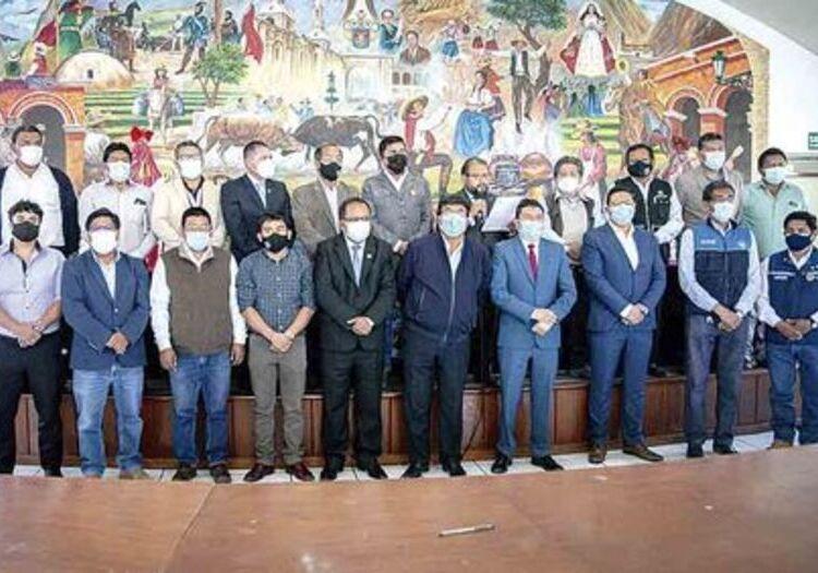 Arequipa: alcaldes buscan reprogramar reunión con premier, sobre pago de Cerro Verde